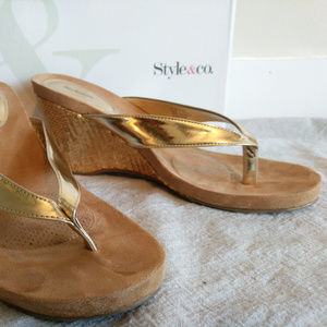 Style & Co Gold Wedge, Size 9.5